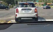 """Мигачите на Mini """"мамят"""" шофьорите на всеки светофар (ВИДЕО)"""