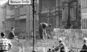 Берлинската стена и молбите към