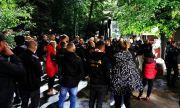 Фенове на ЦСКА чакаха дълго Десподов, той се скри!