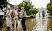 Нидерландия вдига укрепления и извършва евакуации