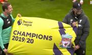 Вижте как отборът на Ливърпул даде старт на празненствата за титлата (ВИДЕО)
