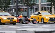Болид от Формула 1 беше пуснат по улиците - какво се случи? (ВИДЕО)