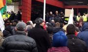 Перничани поискаха оставката на Борисов, напръскаха ги с лютив спрей (СНИМКИ)