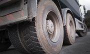 45-тонни камиони рушат главния път в село Кладница заради строежа на голяма къща