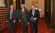 Ще премахне ли Караянчева комунистическите символи от сградата на Народното събрание?