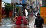 Циклон удари Индия, има загинали хора