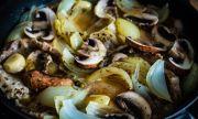 Рецепта за вечеря: Свинско с лук и гъби