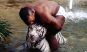 Майк Тайсън разказа ужасяваща случка, след която се е разделил с тигрите си