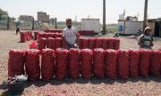 Номерът на китайката: Зарязана изпрати на бившия си 1 тон лук