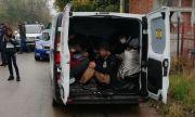 Задържаха двама за трафик на мигранти