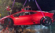 Шофьор на Lamborghini обърка газта със спирачката и се озова в езеро