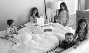 Футболна съпруга и майка на 4 деца предизвиква възхищение с изваяното си тяло
