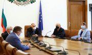Борисов и Кунчев лъжат, властта наглее, няма бонуси, а хората умират