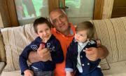 Борисов показва внуците си, а изгони нашите деца