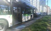 Шофьор на автобус наби спирачки и хукна да събира пари от пътя