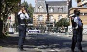 Нападател уби с нож полицайка в участък край Париж, простреляха го