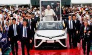 Папата се качи на папамобил с водородно гориво