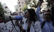 """Протест на студенти в Гърция заради """"дискриминация"""" на неваксинираните"""