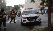 Полицейски камион мина през протестиращи