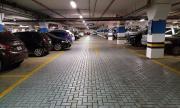 Кола се самозапали в столичен мол