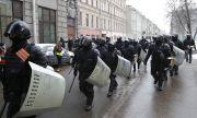Руската полиция нахлу в домовете на редактори на студентско списание