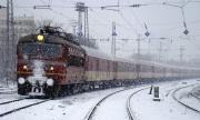 Тежките зимни условия блокираха влакове