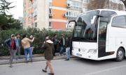 Голяма група мигранти тръгна към границата с Гърция
