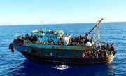 700 мигранти пристигнаха в Лампедуза за денонощие