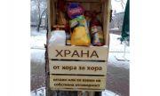Кутия за храна, монтирана на дърво, очаква нуждаещите се в Перник