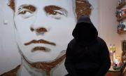 """""""Човекът без име"""" нарисува Левски с бутони от клавиатури (ВИДЕО)"""