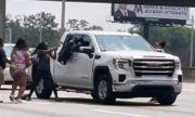 Шофьор загуби съзнание по време на движение (ВИДЕО)