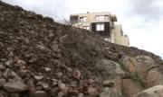 Изсипаха тонове пръст върху скалите в Черноморец