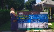 Лицата на протеста  пред ФАКТИ – Орлов град построи своето училище за деца