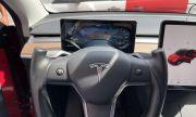 Собственик на Tesla отряза волана си, за да е в крак с модата