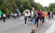 Жители на Калофер блокираха Подбалканския път, водата им – тиня