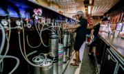 Нови строги мерки за ресторанти и пъбове на Острова