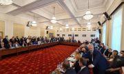 Скандали в Комисията по ревизия. Илчовски и Иван Ангелов един до друг
