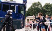 """""""Край на коронадиктатурата"""": хилядни протести срещу мерките в Париж и Берлин"""