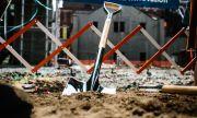 Мъж намери ужасяваща находка, докато копаеше в двора си (ВИДЕО)