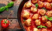 Рецепта за вечеря: Безмесни кюфтета с апетитен доматен сос