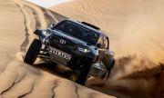 """Toyota показа бруталния пикап с който ще се състезава на """"Дакар"""" (ВИДЕО)"""