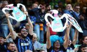 Фенове на Интер заплашиха футболистите с бухалки