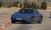"""Електрическото комби на Porsche също се затрудни с """"лосовия тест"""" (ВИДЕО)"""