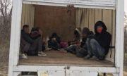 4-ма трафиканти и над 20 мигранти бяха заловени до Нови хан