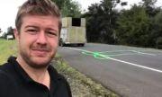 Мъж рисува пениси по пътищата, за да ...