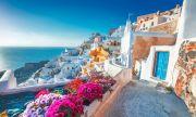 Как туристите изцеждат остров Санторини
