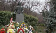 В Пловдив почетоха 184-ата годишнина от рождението на Васил Левски с рецитал и цветя