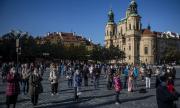 Коронавирус в Чехия: рекорд на новозаразени, локдаун и искания за оставки. Как се стигна дотук?