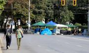 Протестиращите пред Ректората преместиха лагера си в знак на добра воля