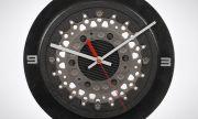 Спирачен диск от Formula 1 живее втори живот като часовник за фенове